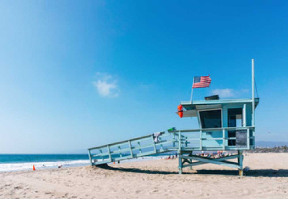 Baywatch-House-Shed-California-Beach-3
